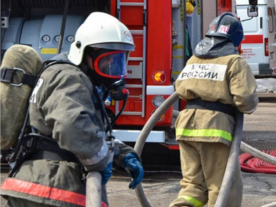 Пожарно-спасательное подразделения МЧС России ликвидировало пожар на территории Правдинского ГО