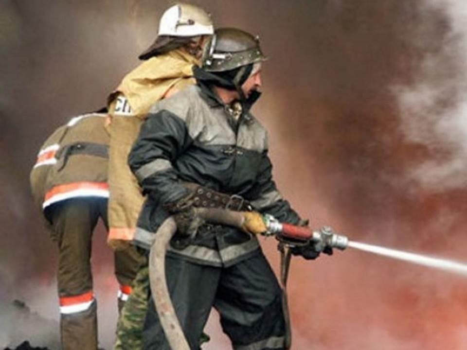 Пожарно-спасательное подразделение МЧС России ликвидировало пожар на территории города Полесска