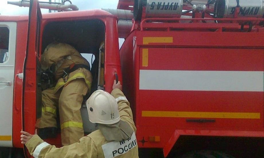 Пожарно-спасательные подразделения МЧС России реагировали на пожар на территории Гурьевского ГО